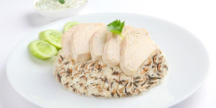 Tagliata di pollo con riso e quinoa